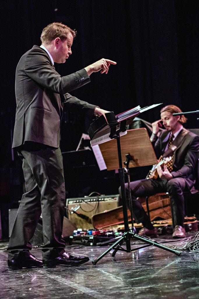 Antti Rissanen johti UMOa Esko Linnavalli -sävellyskilpailun finaalissa vuonna 2017.